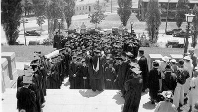 Black and white photo of Tufts Commencement at Memorial Steps, 1935
